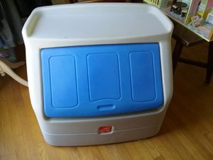 Step 2 Heavy duty toy box for Sale in Hume, VA