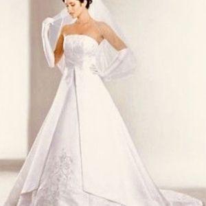 David's Bridal St Tropez Wedding Gown Size 14 for Sale in Rancho Cordova, CA