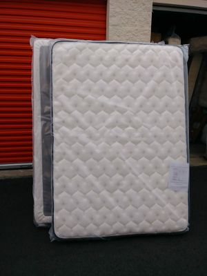 Full size Mattress and Boxspring for Sale in Puyallup, WA