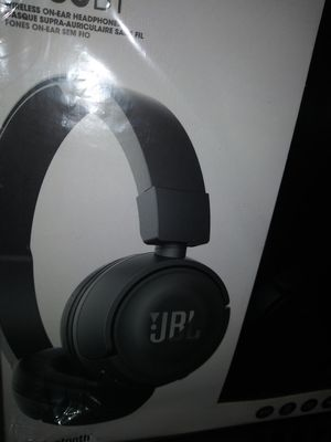 Brand New JBL T450BT Wireless Bluetooth Headphones (NEVER OPENED) for Sale in West Palm Beach, FL