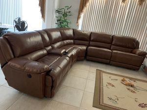 Let hLeather sectional couch ,just one time sat on it, like brand new for Sale in Pembroke Pines, FL