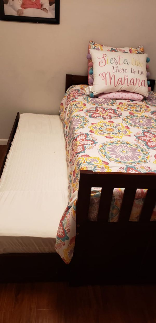 Brands new doble twin bed with mattress