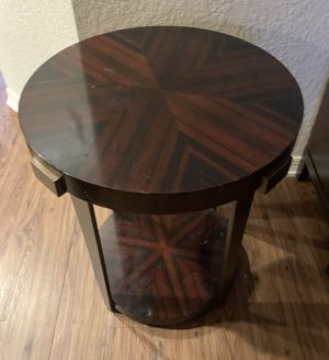 Round side table for Sale in Haines City, FL