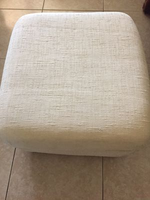 """Creme Cloth Ottoman With Wheels 22""""x 22"""" In Great Condition...$10 for Sale in Miami, FL"""