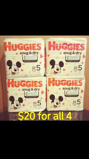 Huggies Snug & Dry size 5 diapers pampers for Sale in Whittier, CA