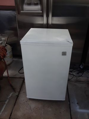 small refrigerator with small freezer 33 in high 18 wide for Sale in Hialeah, FL