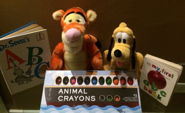 Original Disney Characters plus plastic Animal crayons a 2 ABC books for kids development