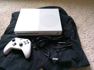 Xbox one S - one controller for Sale in San Leandro, CA