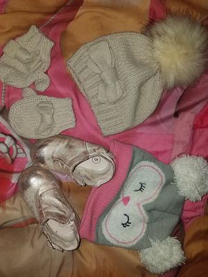 Baby girl super cute pink goldish boots size 5c and winter hands for Sale in Orlando, FL