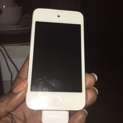 iPod touch 4th Generation (White) for Sale in Suffolk,  VA