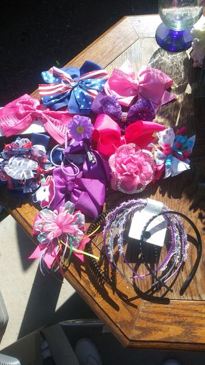 Hair bows and headband for Sale in Tucson, AZ