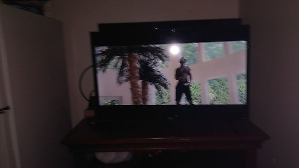 32' TCL ROKU flat screen HD TV