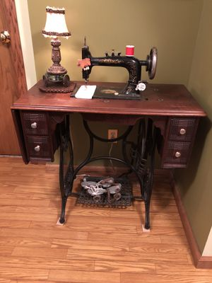 New Home Antique Sewing Machine. All attachments WORKS for Sale in Northport, MI