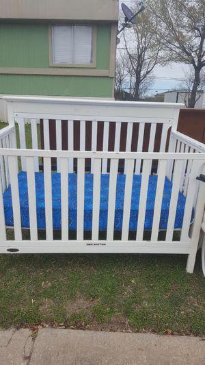Graco White baby crib for Sale in Austin, TX