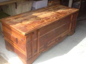 Vintage cedar chest with inside shelf for Sale in Madisonville, TN