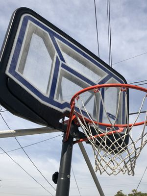 Basketball net high rise .. 50$ hoops .. Canasta para basketball alta 50$ for Sale in Los Angeles, CA