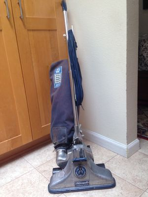 Vintage ROYAL commercial upright vacuum for Sale in Tigard, OR