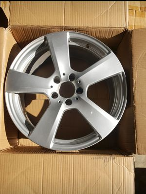 18x9 - Mercedes E350 OEM wheel - part # A2124011402 for Sale in San Antonio, TX