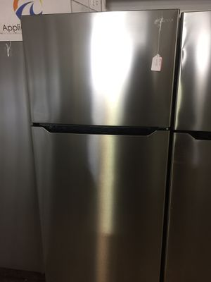 Insignia Top freezer fridge for Sale in San Luis Obispo, CA