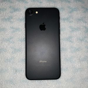 iPhone 7 New In Box UNLOCKED for Sale in St. Louis, MO