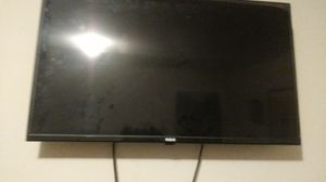 RCA 32 inch TV with wall mount for Sale in Washington, DC