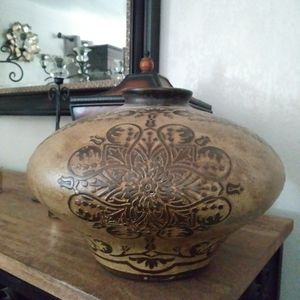 MUST GO TODAY ! Oval Vase for Sale in Moreno Valley, CA