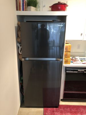 Almost new Samsung fridge/freezer for Sale in Los Angeles, CA