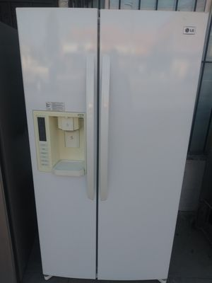 AMAZING refrigerator LG side by side doors ice make maker machine in water dispenser for Sale in Los Angeles, CA
