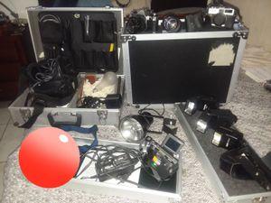 4 cameras 1 recorder fully equipped studio 2 umbrellas with tripod a lot more for Sale in Miami, FL