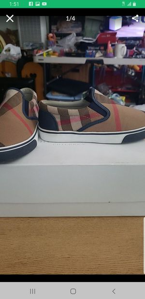 BURBERRY KIDS SHOES SIZE 33 US 1 NEW for Sale in Tustin, CA