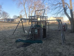 Swing set and play set for Sale in Atlanta, IL
