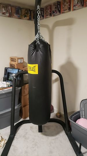 Everlast punching bag and stand for Sale in Pasadena, MD