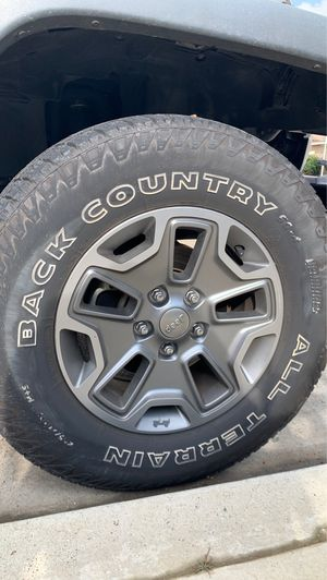 $600 Fairly New 5 wheels for Sale in Selma, CA