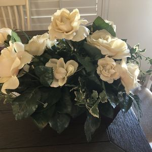 Beautiful Arrangement With Leather Vase for Sale in North Las Vegas, NV