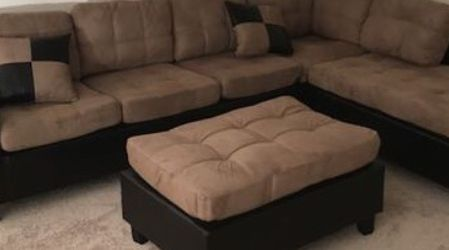 Light Brown Sectional Sofa With Reversible Chaise !! Brand New for Sale in Chicago,  IL