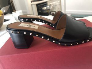 Brand New Valentino Garavani Rockstud Rolling Leather Block Heel Sandal for Sale, used for sale  Brooklyn, NY