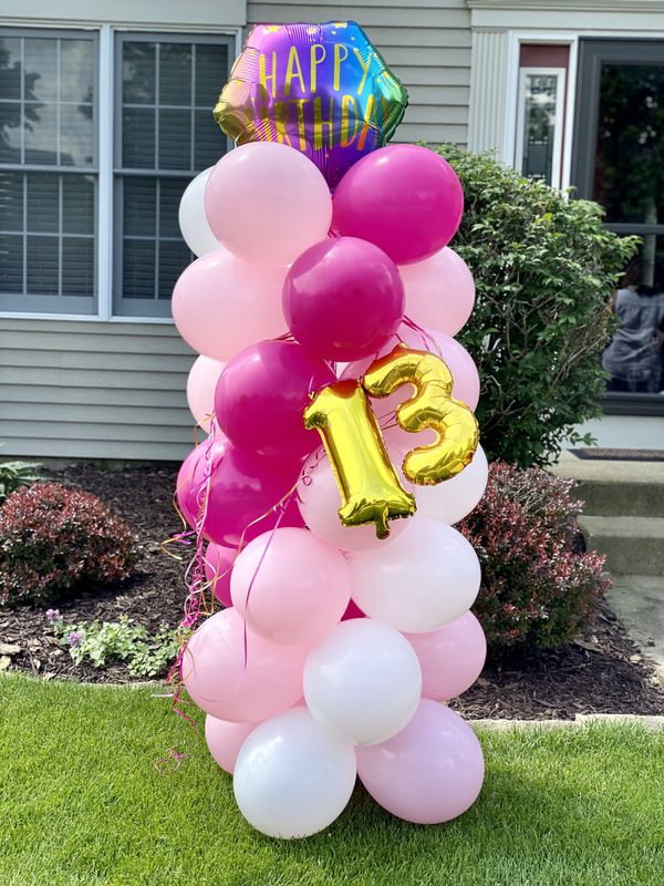 Happy birthday balloon column 💕 we can pretty much do anything send us your ideas 💕