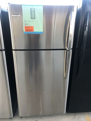 12/12/19 NEW FRIGIDAIRE TOP FREEZER REFRIGERATOR 18 cu ft STAINLESS STEEL 90 days warranty garantia for Sale in Dallas, TX