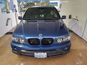 WRECKED 2002 bmw E53 x5 does not drive. Spotless motor and tranny with 120k will need tow truck for Sale in Bellevue, WA