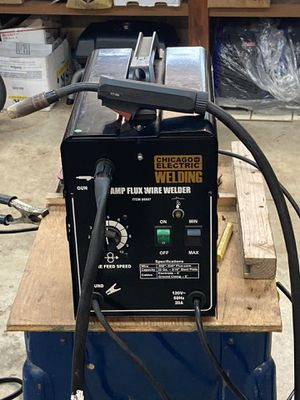 Chicago welder 90 amp flux wire feed 110 🔌 plug in! for Sale in Snohomish, WA