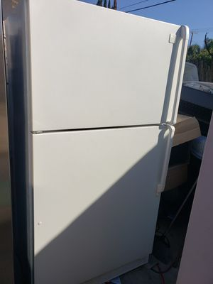 Refrigerator working in good conditions 35y 69h for Sale in Anaheim, CA
