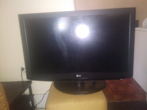 37 inch LG with remote for Sale in Cleveland, OH