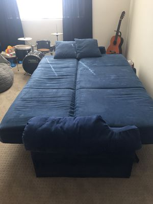 Queen size fold out couch. for Sale in San Tan Valley, AZ