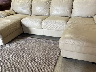 LEATHER SECTIONAL (free delivery ) for Sale in Oregon City,  OR