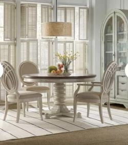 Wayfair Dining Table for Sale in Brooklyn,  NY