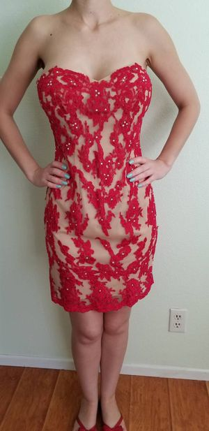 XSCAPE RED FORMAL DRESS SIZE 4 for Sale in Glendale, CA