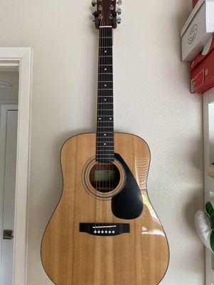 YAMAHA Guitar Full Size + 10 FREE Quality Guitar Picks + Wallmount BRANDNEW for Sale in Los Alamitos, CA