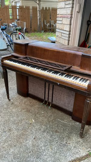 Free piano for Sale in Dearborn Heights, MI