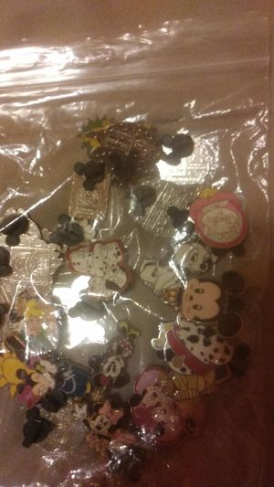 Disney pins. for Sale in Orlando, FL