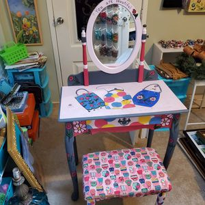VERY NICE VANITY FOR A GIRLS ROOM for Sale in Spring, TX